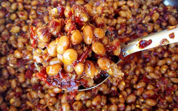 香辣腊八豆怎么选择辣椒增强味道